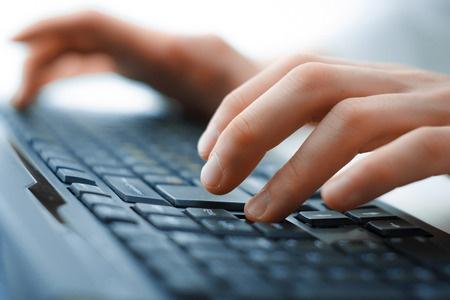 41090551 - hands on keyboard